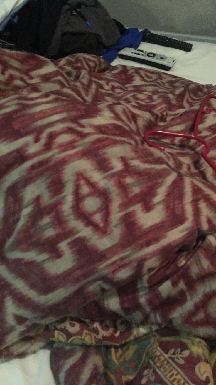 My mom's bed was claimed by the Thieves Guild. :/ #games #Skyrim #elderscrolls #BE3 #gaming #videogames #Concours #NGC