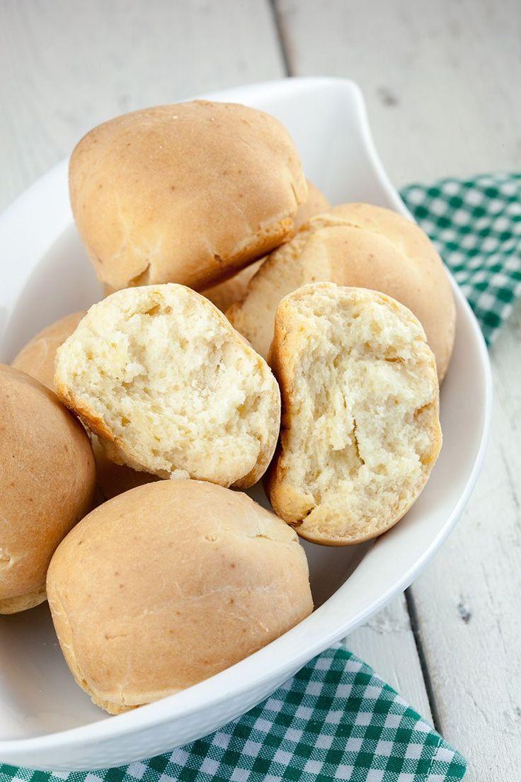 Karnemelkse broodjes ~ 325 gram bloem 200 ml karnemelk 1 theelepel zout 50 gram boter 1,5 eetlepel bakpoeder M
