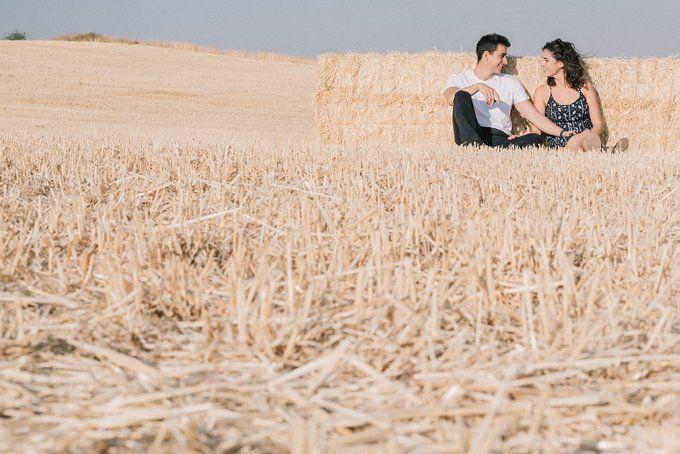 Las sesiones de pareja y preboda son un bonito momento donde compartir miradas, risas, complicidad con tu pareja.  hola@happytime.es