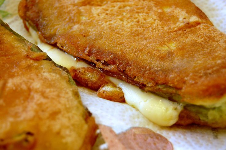 Nopales empanizados con queso