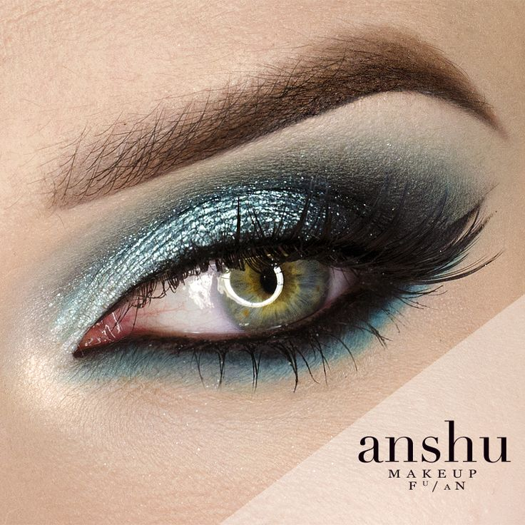 Extremely shiny, eyecatching makeup inspired by water.