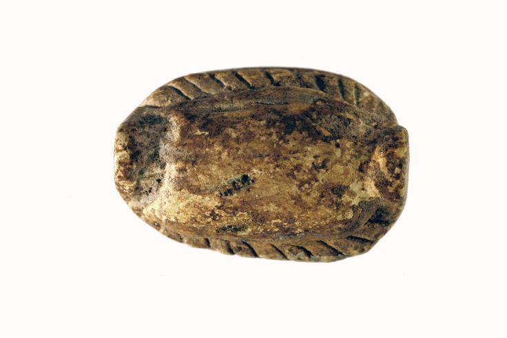 Scarabeo proveniente da una delle tombe di Mont'e Prama