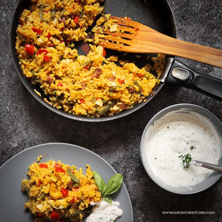 Paella- flagowe hiszpańskie danie z patelni. Paella mixta z mięsem kurczaka i owocami morza. Jak zrobić paellę?