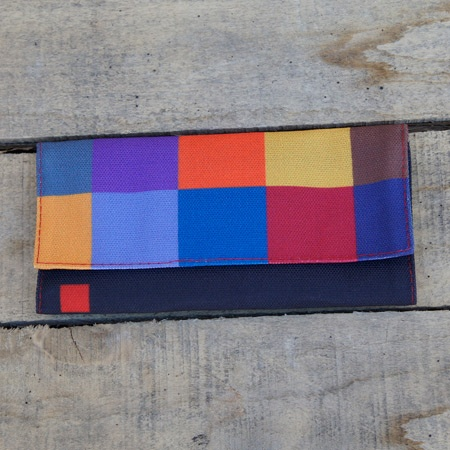 Give your tobacco color and joy with this wonderful tobacco pouch Colors of Freedom series.