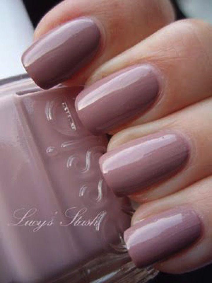 17 Extravagant Mauve Nail Manicures - A beautiful pastel mauve shade.