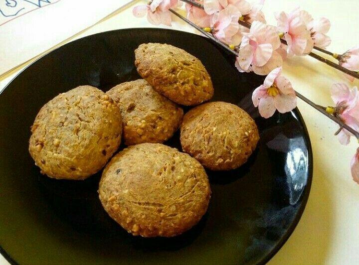 Nutty Banana & Cinnamon Cookies