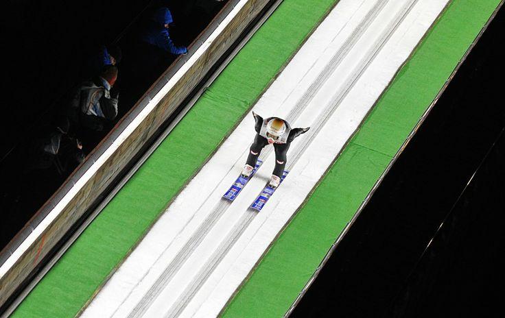 O austríaco Thomas Diethart participa de prova do 18° Campeonato Mundial de Saltos de Esqui em Wisla , na Polônia - http://epoca.globo.com/tempo/fotos/2014/01/fotos-do-dia-17-de-janeiro-de-2014.html (Foto: AP Photo/Alik Keplicz)