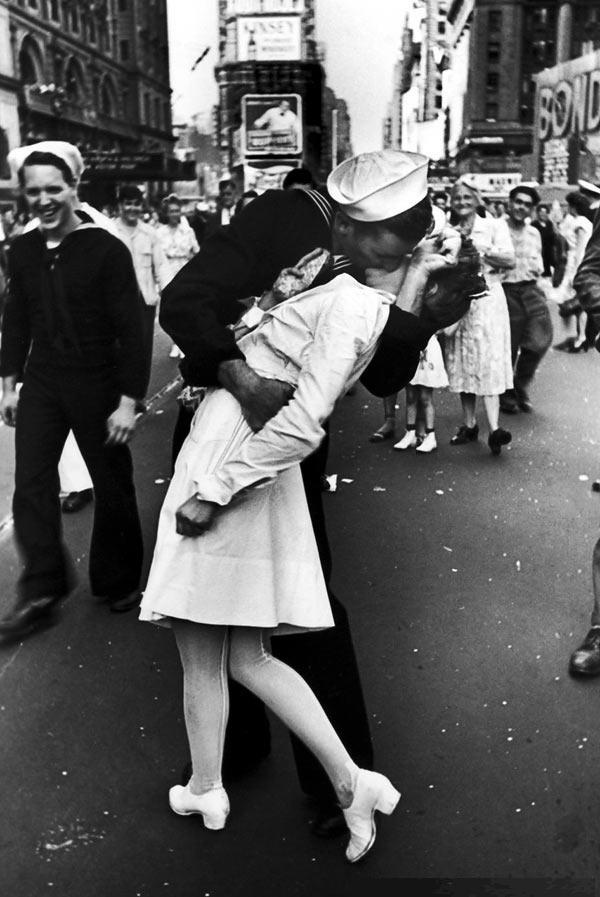 Image result for v-e day kiss gif
