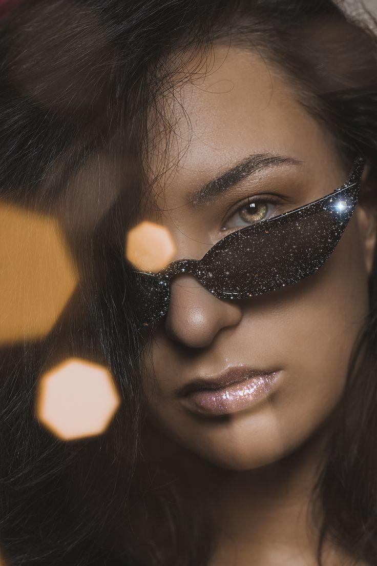 В последнее время прям заразилась блёстками, у меня блестит всё и везде ✨ возможно это очередной тренд который я вангую, но хз посмотрим 😁  Всем блёсточек ✨💋 · · · · · #tula #portrait #nikon #nikon50mm #photooftheday #photo #sparkles #crystalart #artwork #stars #vision #creative #magic #diamonds #shine #tulaphoto #photographertula