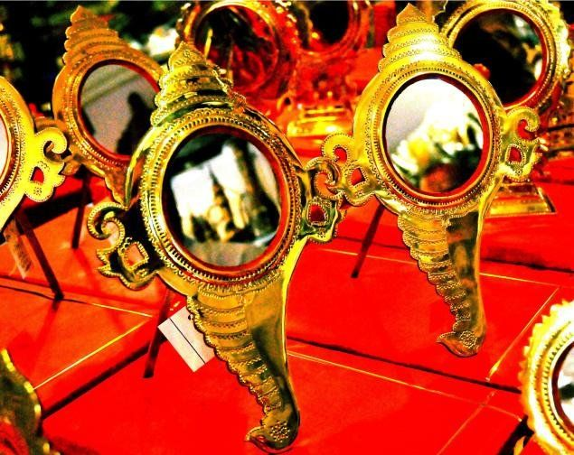 Mirrors Of Aranmula- Why it is so special to own an Aranmula Kannadi?  #AranmulaMirror #AranmulaKannadi #Mirror #MetalicMirror #Aranmula #KeralaTraditional #DevotionalStore