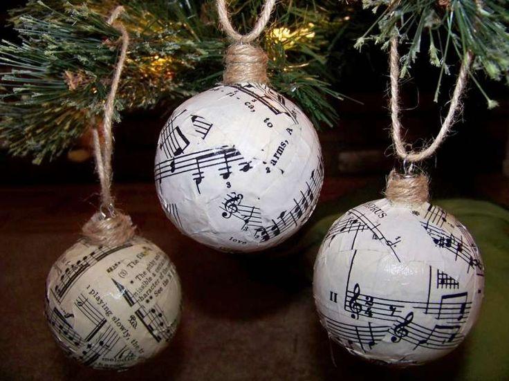 Addobbi natalizi fatti a mano - Palline di Natale con note musicali