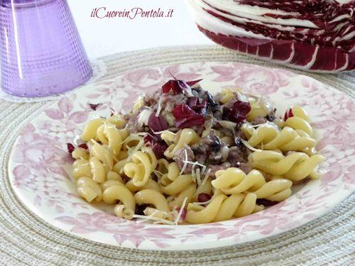 Pasta salsiccia e radicchio http://www.ilcuoreinpentola.it/ricette/pasta-con-salsiccia-e-radicchio/