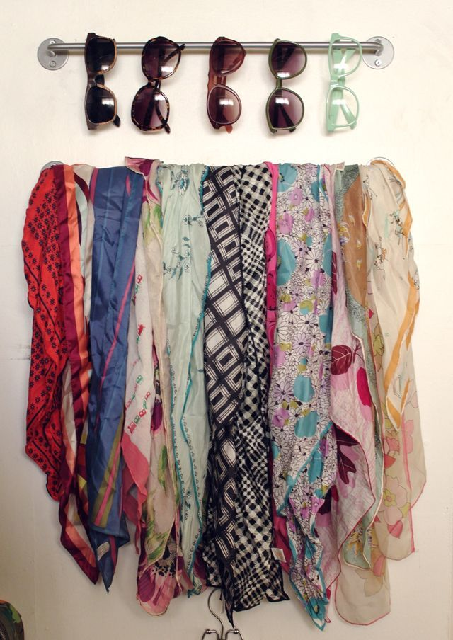 Great scarf displaySunglasses Storage, Diy Small Closets Ideas, Closets Organic, Scarf Display, Ikea Storage Closets, Towels Racks, Scarf Organic, Towels Bar, Scarf Storage