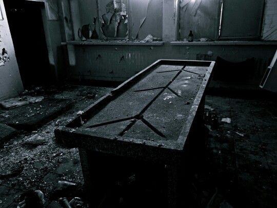 moje oblíbené místo, popis snad není třeba.. / abandoned dissecting room in abandoned hospital (2013)