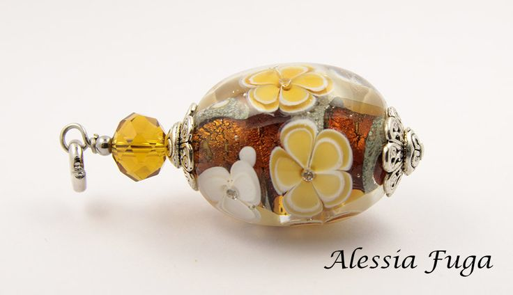 Focal glass bead pendant with flowers in topaz di alessiafuga su Etsy