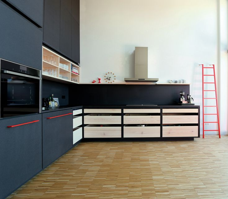 black kitchen, Küche, schwarz, red, rot, Altes Lokdepot Berlin, Valchromat, Kiefer, Pine