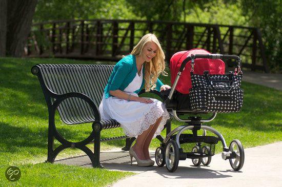 """CAPRICE"" è la borsa da passeggino pratica ed elegante per le mamme super organizzate ma sempre cool! Dotata di numerose tasche e fasciatoio da borsa. In 3 varianti di colore."