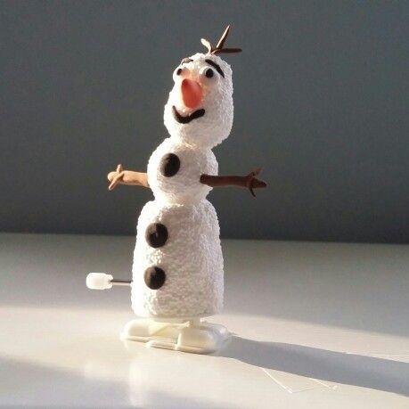 Een sneeuwpop die kan lopen. Gemaakt met Foam Clay.