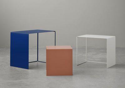 Table basse Cluster / set de 3 tables gigognes Bleu roi / Blanc / Corail - Ferm Living