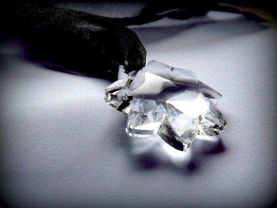 A wonderful pendant with Swarovski crystal. A by AcoyaJewellery