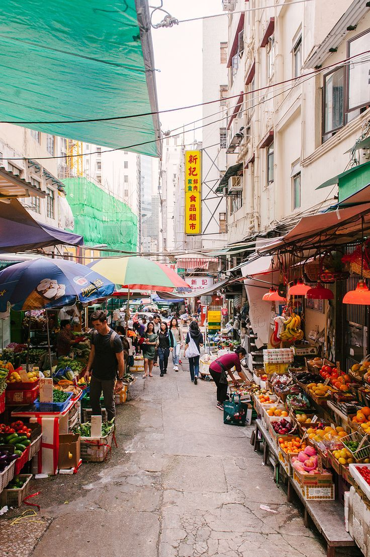 Colorful Hong Kong markets filled with bountiful fruits and veggies / #lifewelltravelled