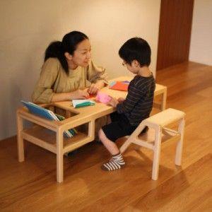 """Il designer giapponese Oji Masanori ha progettato una serie di mobili pensati appositamente per i bambini, per le loro esigenze e soprattutto per la loro fisicità.  Essendo i bambini diversi dagli adulti per corporatura e altezza, hanno bisogno di sedute e tavolo differenti, da questo considerazioni è nato """"Baby in Table"""", un tavolo abbinato ad una sedia.  Entrambi gli arredi offrono il massimo confort ai bambini."""