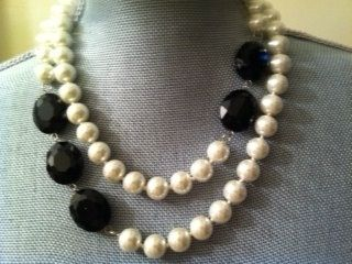 Alternating beads and colors - good, classy look