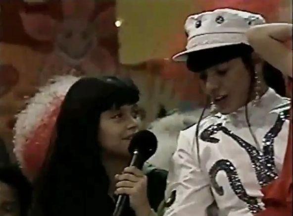 Após polêmica, Mara Maravilha mostra Cleo Pires cantando em seu programa infantil #Anos90, #Apresentadora, #Atriz, #Brincadeira, #Carreira, #CleoPires, #Curumim, #Filha, #Globo, #GlóriaPires, #Instagram, #M, #MaraMaravilha, #Noticias, #PaulaFernandes, #Polêmica, #Sbt, #Show, #Tv, #Vídeo http://popzone.tv/2017/01/apos-polemica-mara-maravilha-mostra-cleo-pires-cantando-em-seu-programa-infantil.html