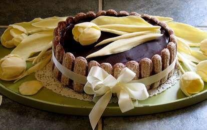 Le decorazioni al cioccolato più belle per le tue torte - Con il cioccolato potete realizzare tanti tipi di diversi di  golose decorazioni per le torte, dai riccioli a raffinate creazioni tipo filigrana, e usando diversi tipi di cioccolato potete farle di tanti colori diversi,