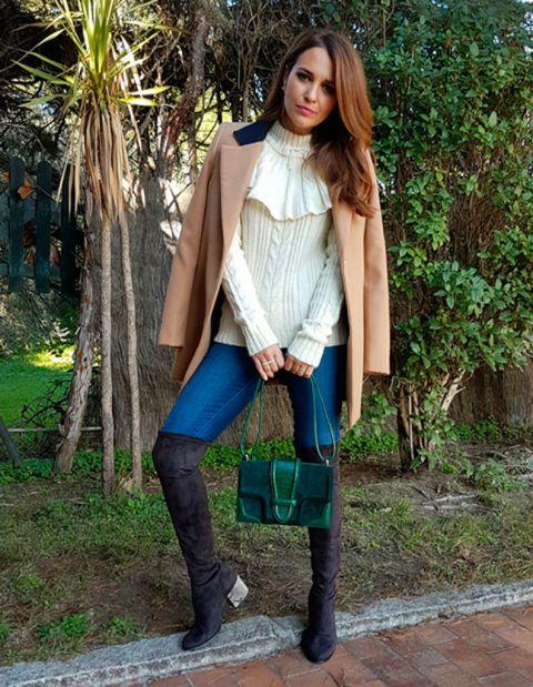 ¿Todavía no te has hecho con unas botas mosqueteras? Paula Echevarría las tiene como su 'must have' de la temporada y combinan con todo.