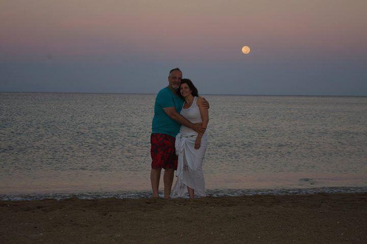 Auténtica! una luna de miel! miren la luna en color miel! ;)   en Big Island, Hawaii a las 4:30 AM la LUNA diciendo bye bye.....Septiembre 2013