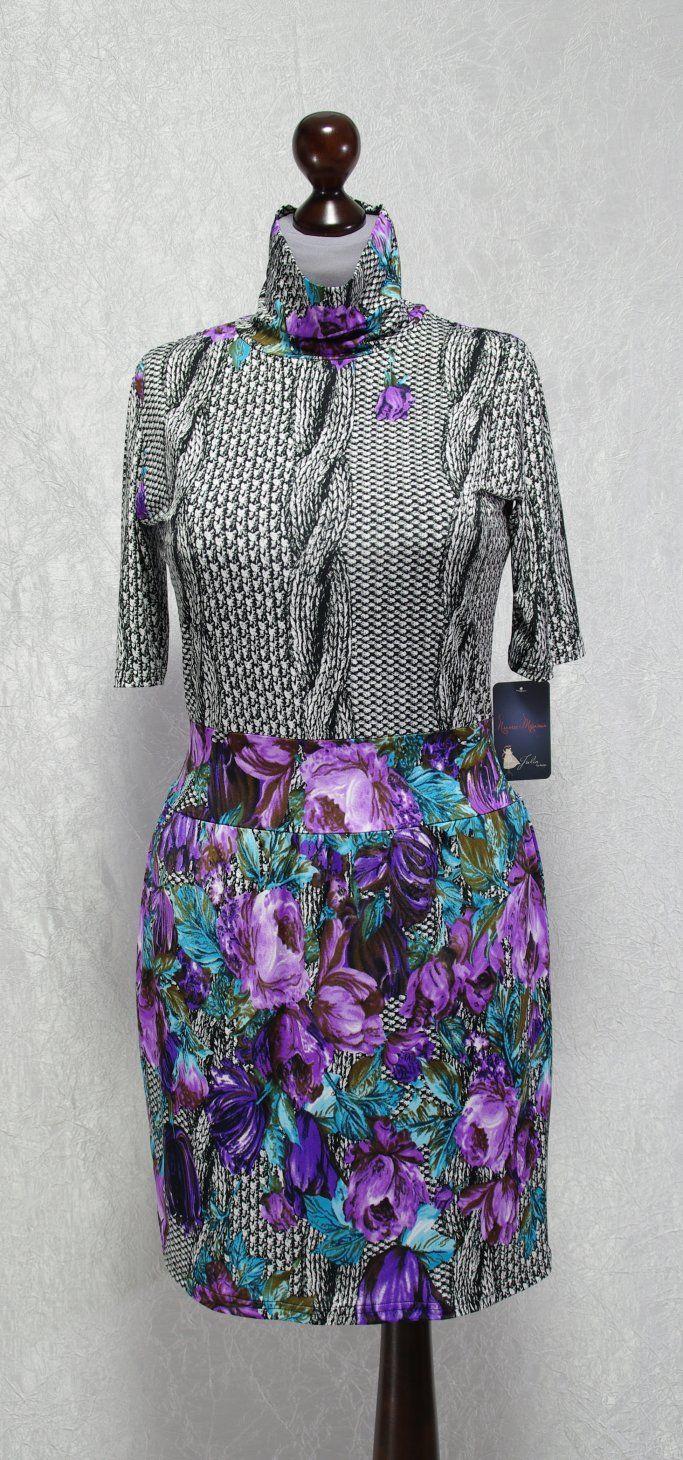 платье с высоким горлом гольф фиолетовое с цветами фото
