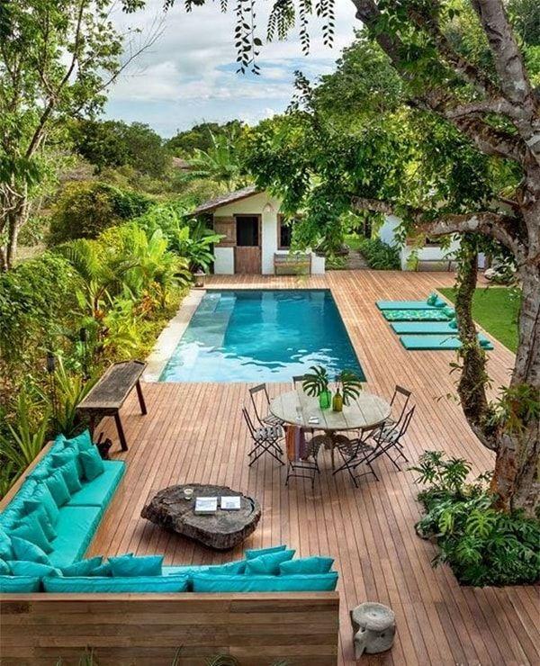 Bancos de madera para la piscina