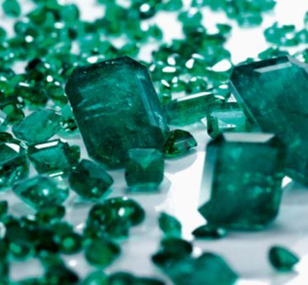 KWARC ZIELONY- Właściwości i Moc Kamieni Szlachetnych w Biżuterii PASIÓN