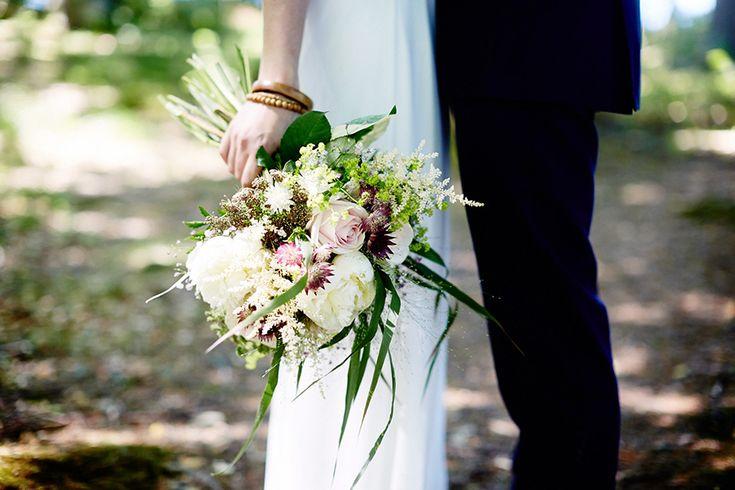 Dayfotografi weddingflowers ängsblommor bröllop