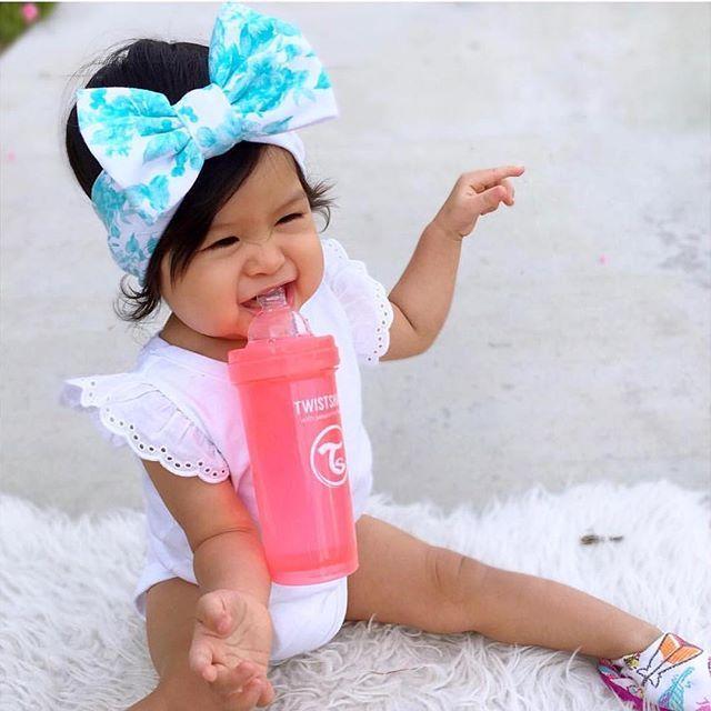No hands  #babygirl #dailyparenting #cutebabies #parenthood #twistshake #twistshakedreamcatcher