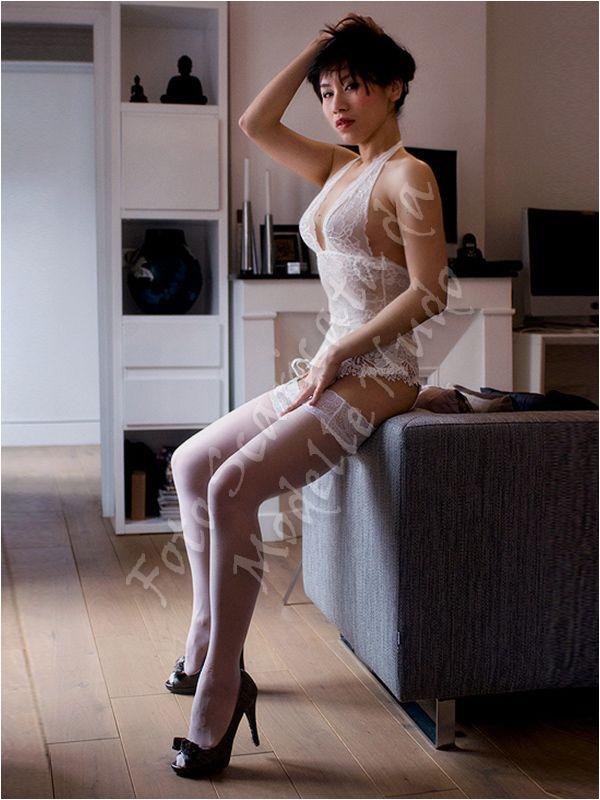 Miss Tingting modella cinese disponibile per servizi fotografici in topless, di nudo artistico, integrale, met-art, nudo erotico, bondage, bodypainting, glamour e lingerie sexy.