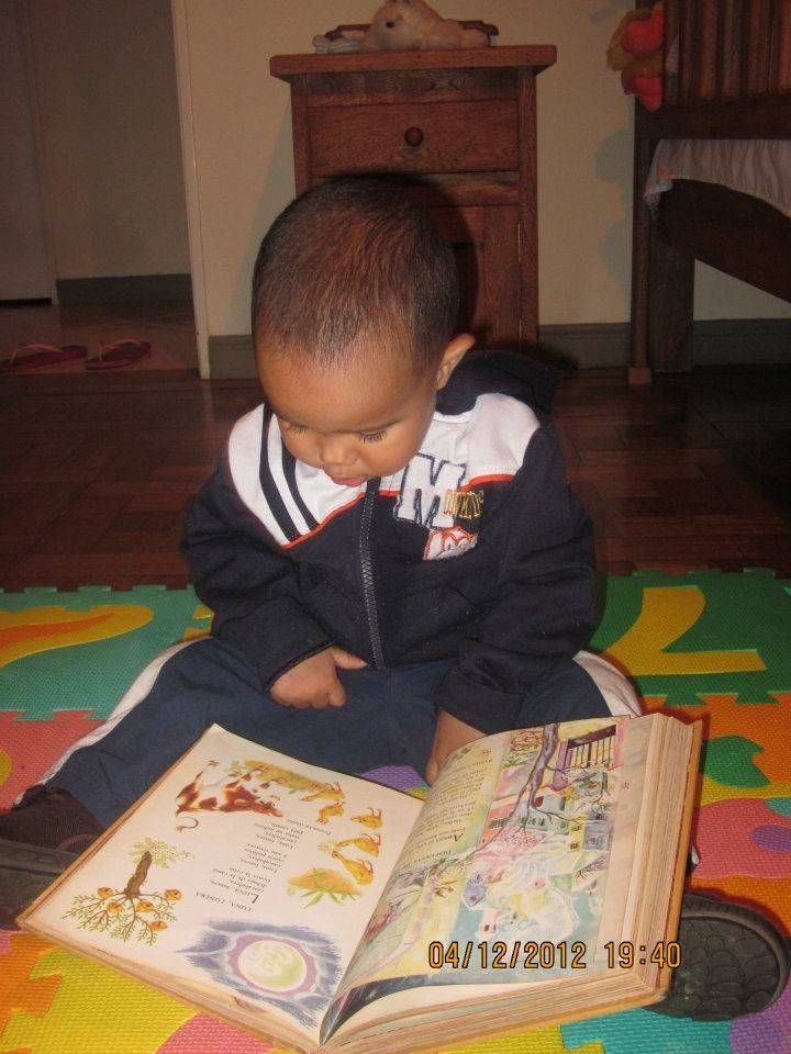 When they discover the world, the task is ready!  Santiago reads since newborn.