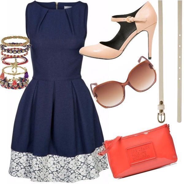 Outfit dal sapore retrò. L'abito navy con gonna a ruota, ha il taglio tipico degli anni 50'. Ad accentuare il gusto vintage le scarpe e gli accessori, declinati sulle note più delicate del rosa.