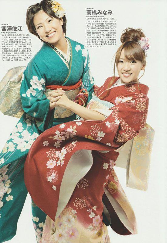 AKB48 members Sae Miyazawa and Minami Takahashi in kimono.