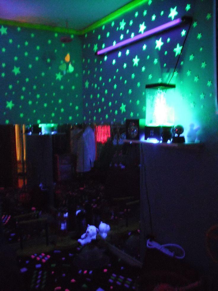 Sensory room! Black Lights/stars/mirrors!!