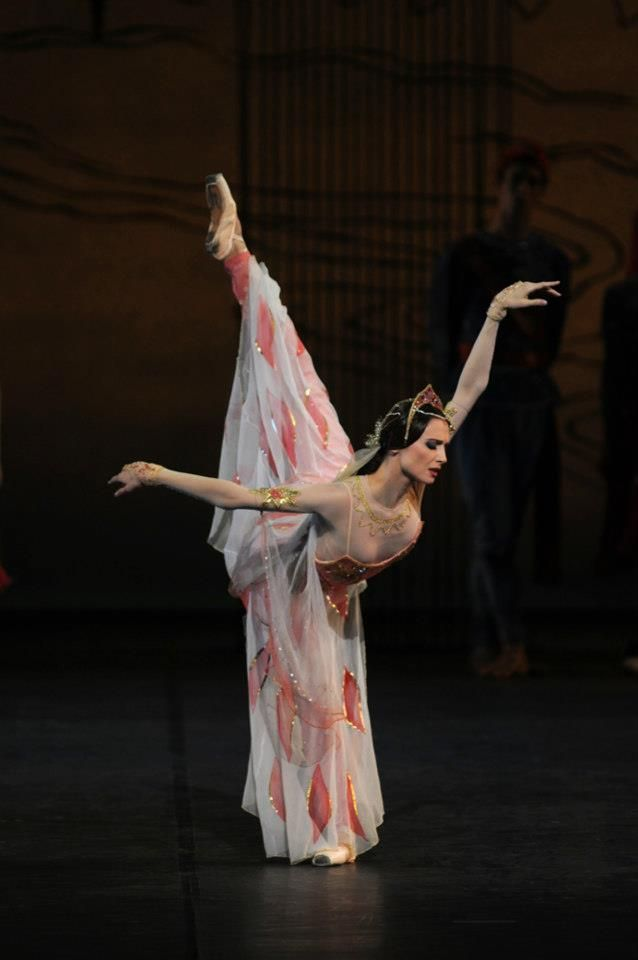 Svetlana Zakharova in La Bayadère with the Bayerisches Staatsballett.