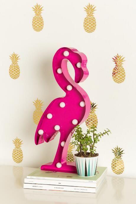 Tendências de verão na decoração - abacaxi e flamingo