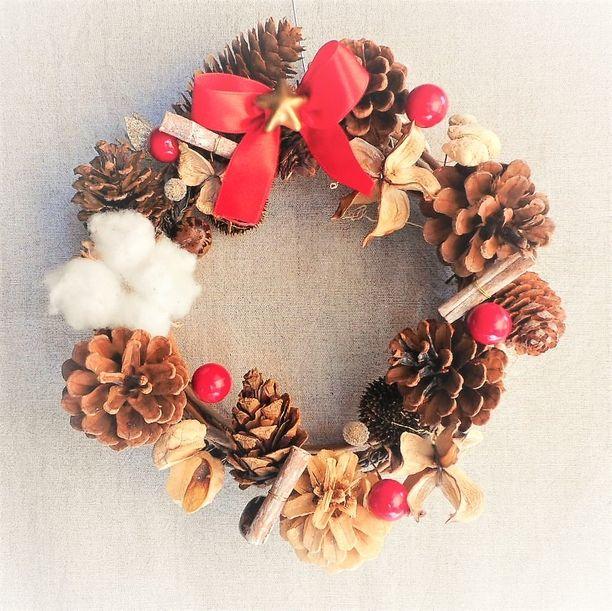 sale! 木の実と赤いベリーのクリスマスリース画像1