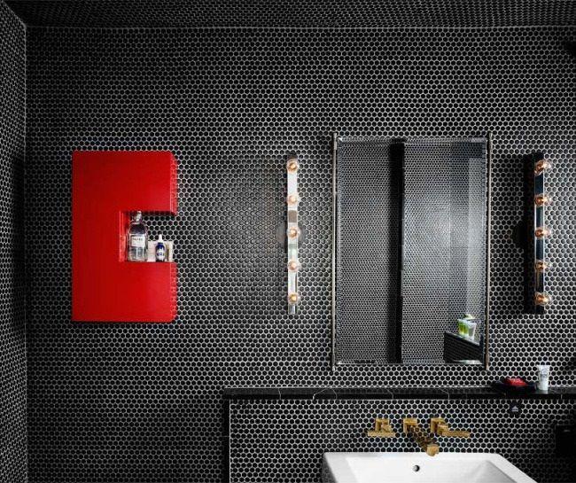 ciemne kafle mala lazienka nowoczesny design czerwone dodatki meski styl