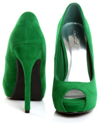 Love the bright spring green. Pair with dark wash jeans and a crisp white top!