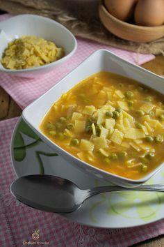 Quadrucci con piselli in brodo ricetta pasta fresca http://blog.giallozafferano.it/graficareincucina/quadrucci-con-piselli-in-brodo/