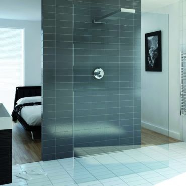 Playtime walk-through shower 1000 and integrated head