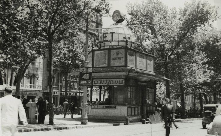 J. Francés Estorch. Quiosco de bebidas de la Rambla de Canaletes, 1951