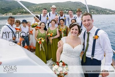 Wedding party on board - group photo #weddingboattrip #kefaloniawedding #weddinggrouphotos